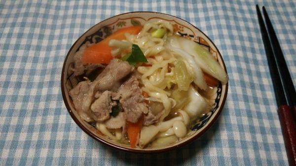 煮込んで食べるマルちゃん正麺「寄せ鍋風うどん」