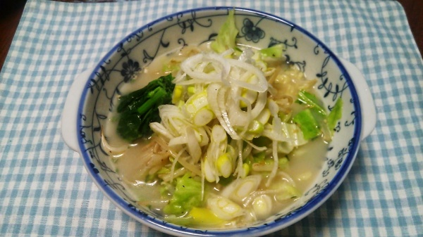 キャベツ炒めの豚骨ラーメン(自宅麺)