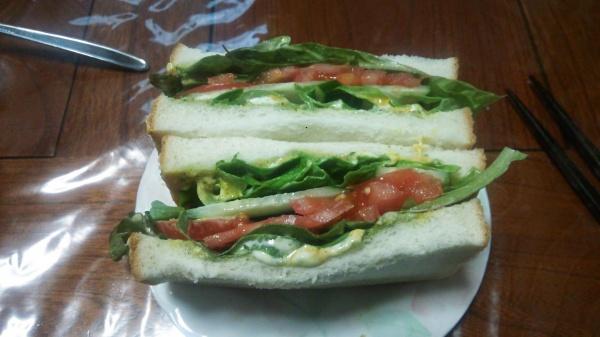 取れたてレタスのサンドイッチ
