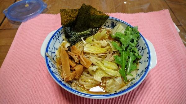 キャベツ炒めと春菊の醤油ラーメン