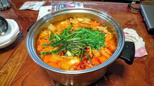 大鍋で作るスンドゥブチゲ