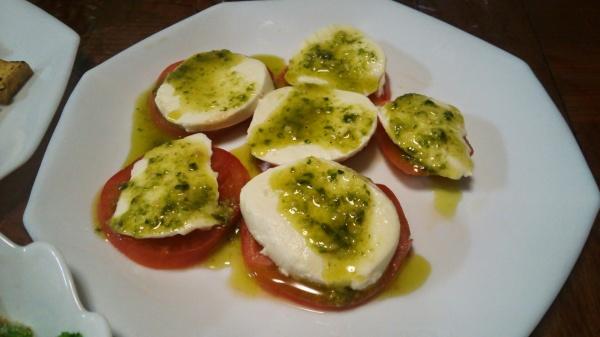 トマトとモッツァレラチーズのバジルソース