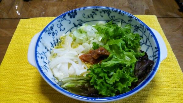 【らーめんレシピ】レタスと新玉ねぎの塩ラーメン