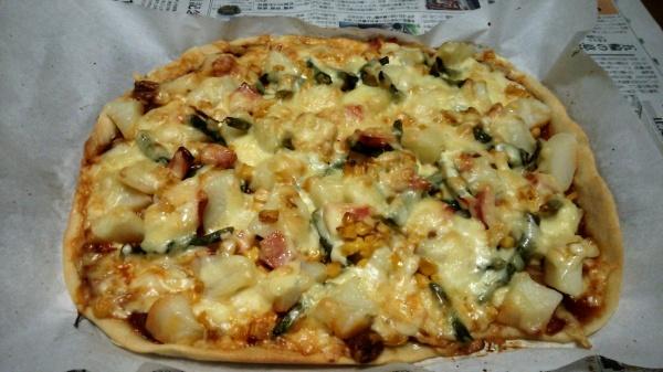 インゲンとジャガイモコーンの自家製ピザ